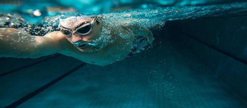 La natación es uno de los deportes más completos y que mayores beneficios proporciona