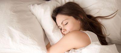 ¿Cómo influye la alimentación en la calidad del sueño?