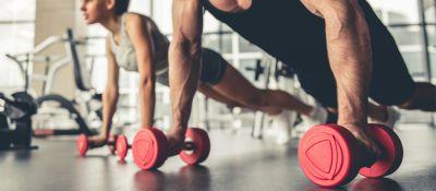 Beneficios de entrenar la fuerza con máquinas, barra o mancuernas.