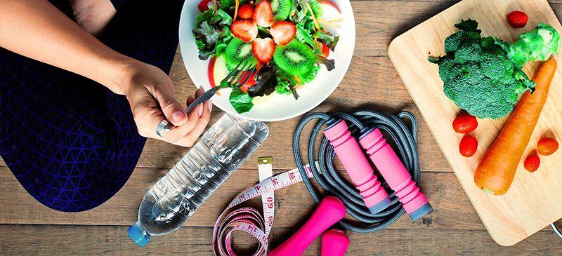 Adaptándonos a los tiempos que nos toca vivir una de las claves para seguir cuidando nuestra salud durante la cuarentena es la de atender correctamente a nuestra nutrición.