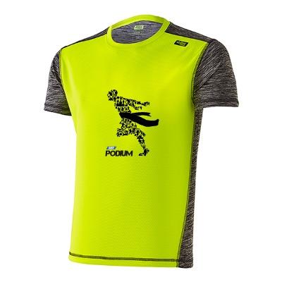 Detalle frente camiseta técnica deportiva amarilla
